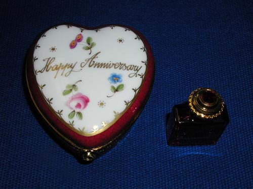 HAPPY ANNIVERSARY HEART W/BOTTLE